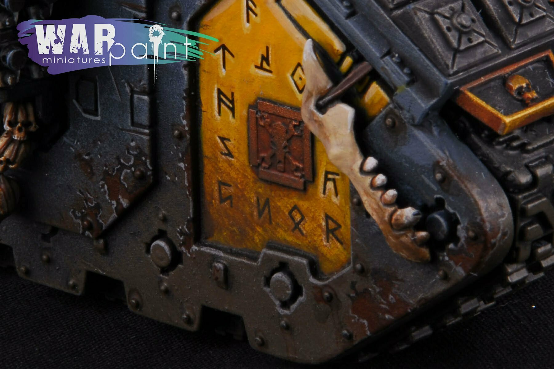 Space-Wolves-Landraider-10
